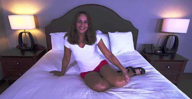 Minnie - Anal makes this MILF squirt (MomPov) HD 720p