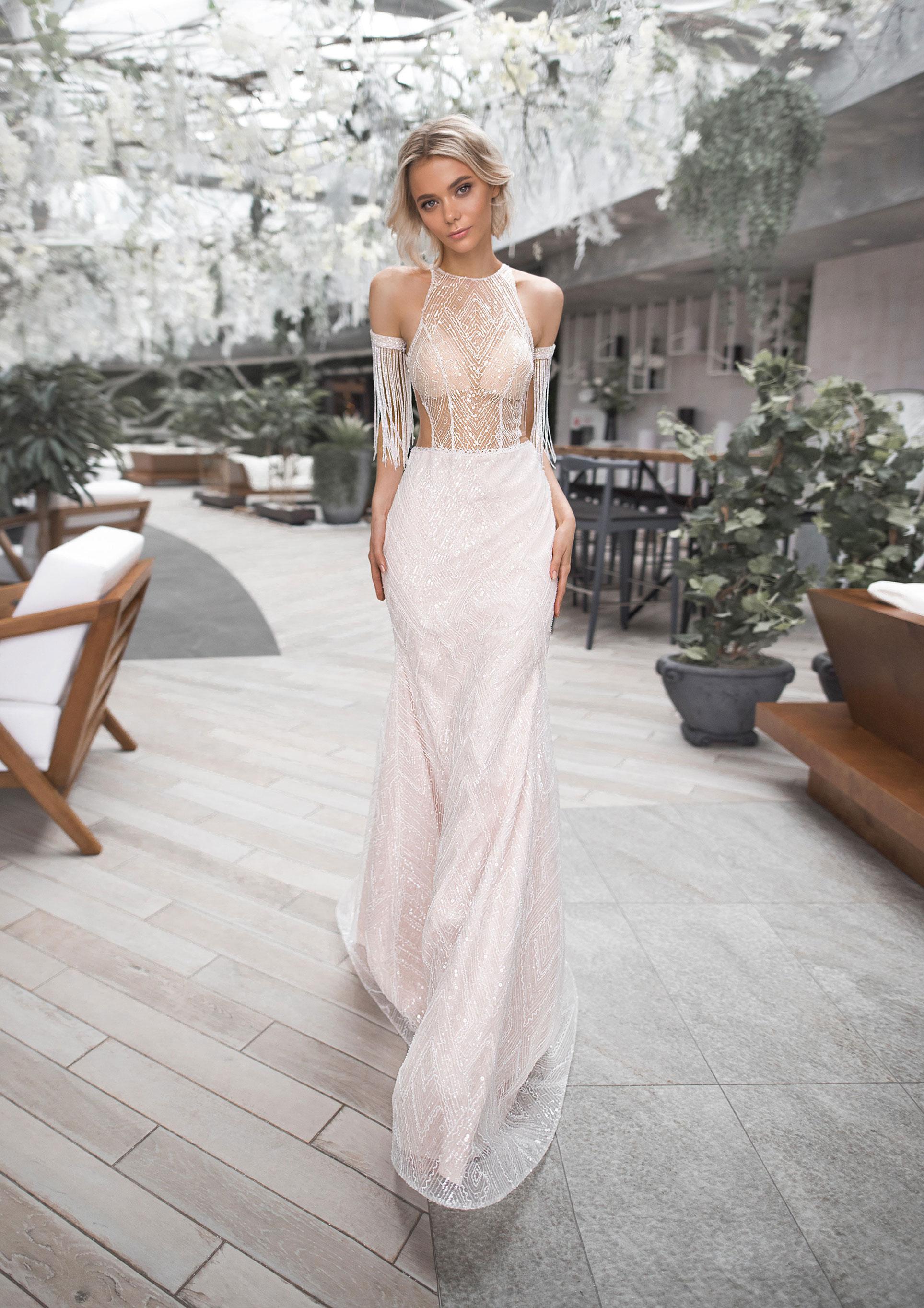 Полина Архипова в свадебных платьях модного бренда Strekoza, весна-лето 2019 / фото 02