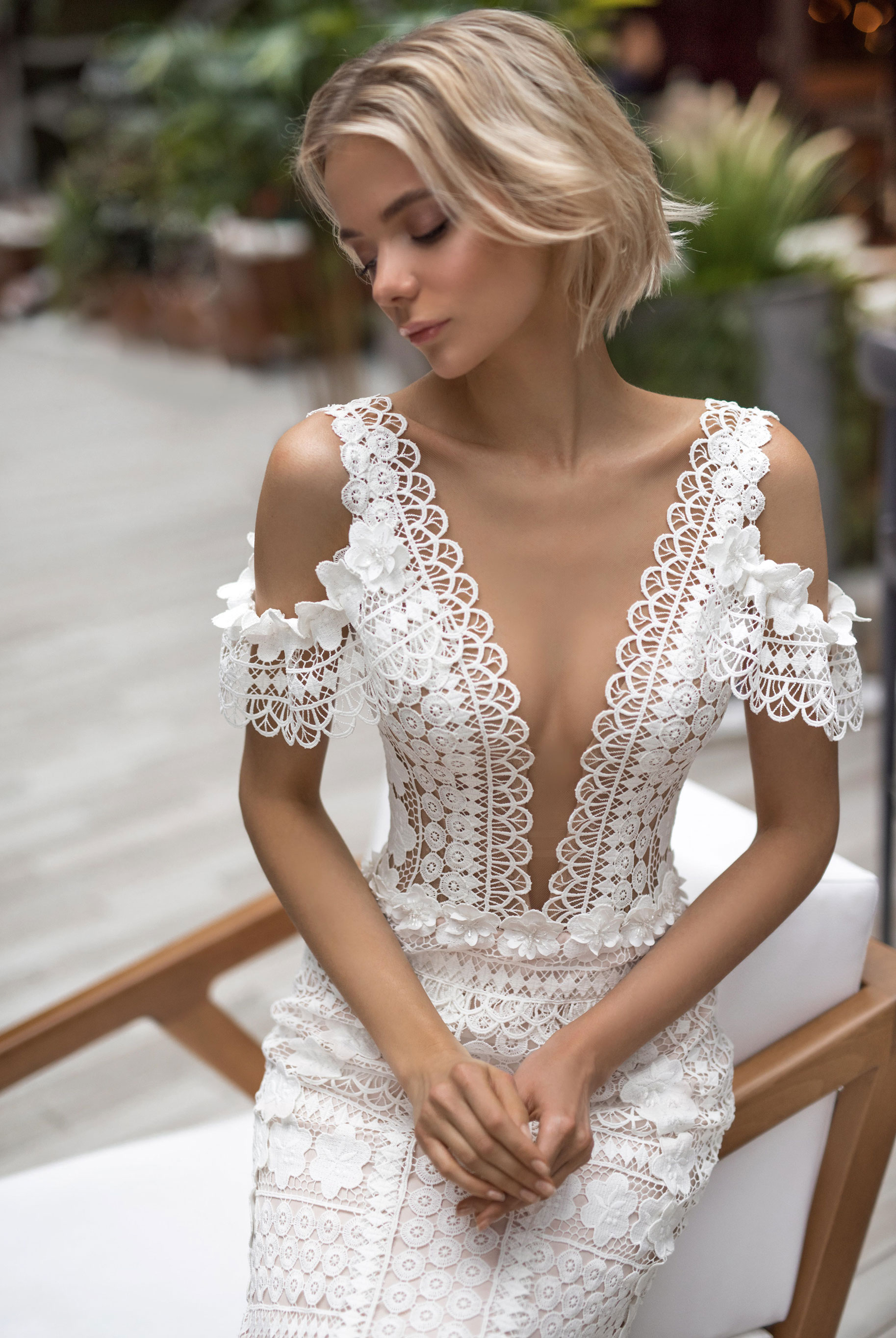 Полина Архипова в свадебных платьях модного бренда Strekoza, весна-лето 2019 / фото 04