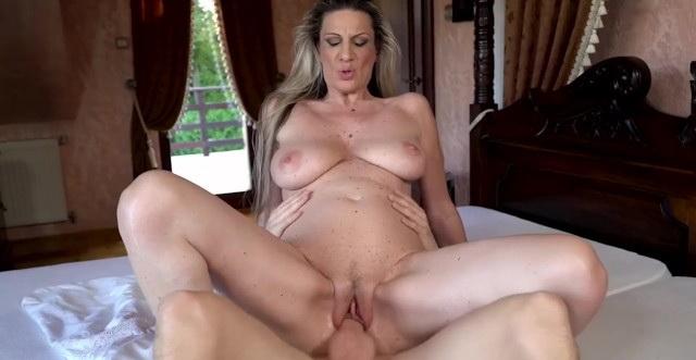 Big Tits Mature Gets that Good Cock!