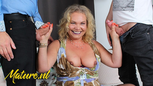 Moms Anal - Horny Housewife wants Double Penetration for her Birthday!!: 231 MB: FullHD 1080p - [MomsLoveAnal]