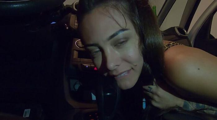 BobbyRuffus ( Ana Rothbard ) - Naughty Wife Sitting in the Car Gearbox (2021) [FullHD/1080p/MP4/271 MB] by Utrodobroe