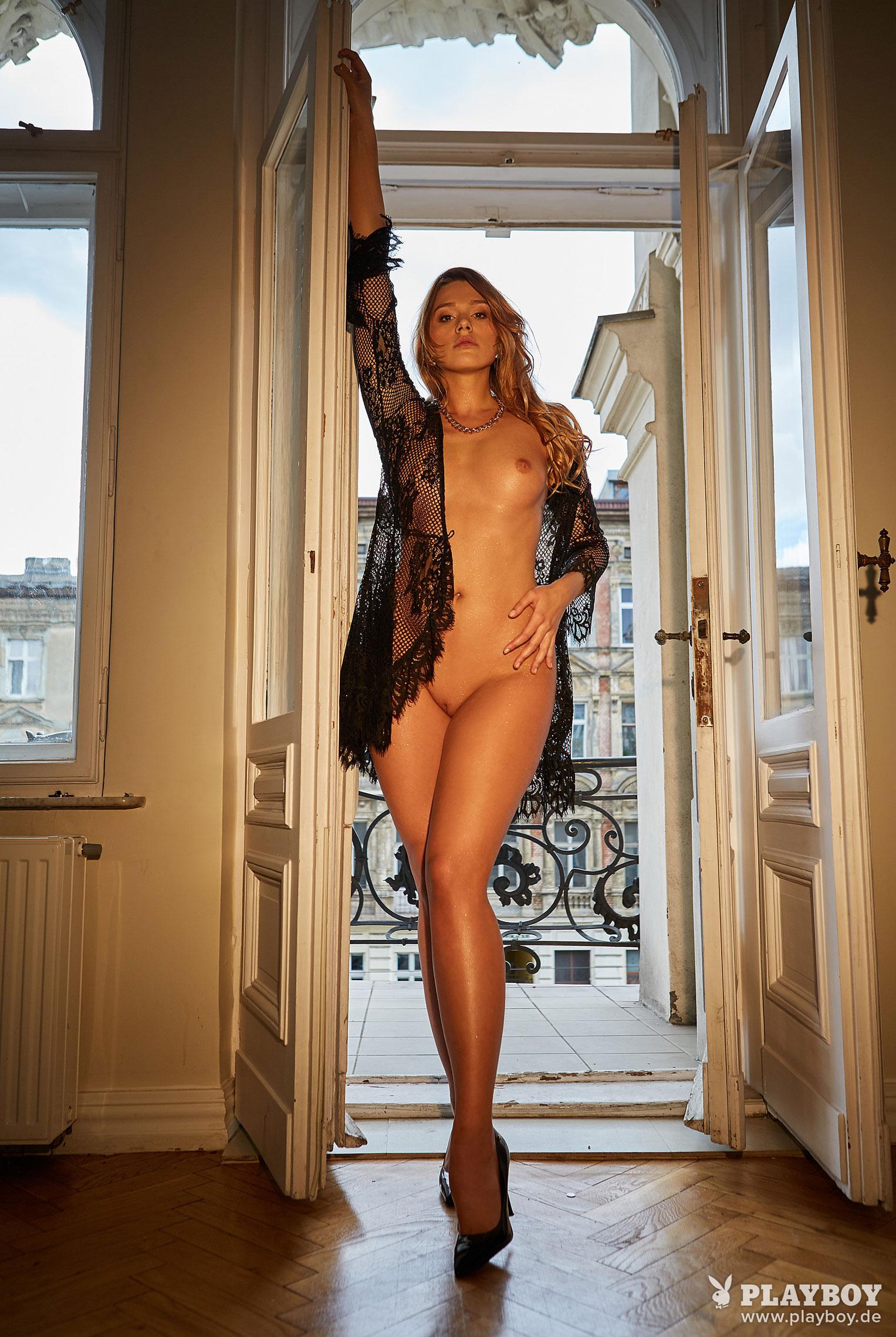 Девушка месяца Playboy Германия декабрь 2019 - Лена Беднарска / фото 02